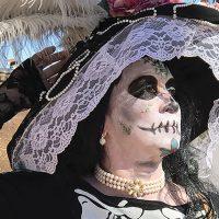 woman in traditional dia de los muertos costume